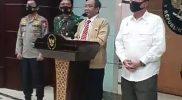 Menko Polhukam bersama Mendagri, Panglima TNI, Kapolri dan Kepala BIN saat sedang mengadakan Konferensi Pers terkait kondisi keamanan pasca demonstrasi (08/10). Gambar: tangkapan layar live instagram di akun Polhikamri.