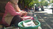 Hanya Berjualan di Trotoar, Pedagang Nasi Boranan di Lamongan Ingin Tempat Yang Layak