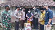 Turun Lapangan, Forkopimda Bersama PWI Lamongan Santuni Warga Desa Lamongrejo