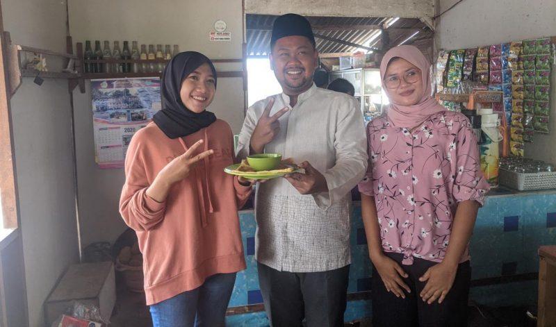 Gus Yani ketika mendatangi penjual roti canai cantik yang sedang viral.