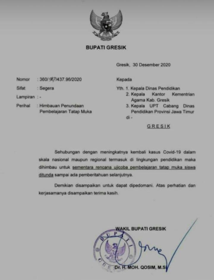 Surat penundaan PTM  dengan Nomor: 360/987/437.96/2020 tertanggal 30 Desember 2020 yang ditandatangani oleh Wakil Bupati Gresik, Dr. H. Moh Qosim, M.Si.