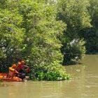 BPBD dan Warga Desa Kramat baksos membersihkan sungai, Minggu (31/1).
