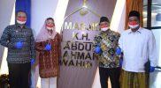 Yenny Wahid dan Kepala Badan Perlindungan Pekerja Migran Indonesia (BP2MI) Benny Rhamdani foto bersama saat peresmian. Foto: BP2MI.