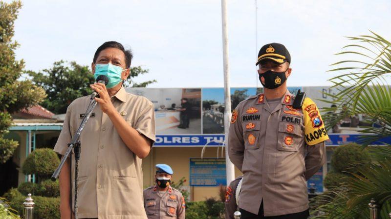 dr. Saiful didampingi Kapolres Tuban saat berbagi pengalaman menangani Covid-19. Foto: Progresnews.id/Ans