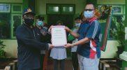 Serah terima secara simbolis oleh Kepala Kantor Kemenag Tuban, Sahid, Jumat (29/1).