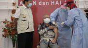 Ketua DPRD Tuban saat menjalani vaksinasi, Rabu (27/1) di Pendopo Kridha Manunggal.