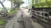 Kondisi jalan rusak di jalan nasional ruas Deket-Babat. Foto: Ammy/Progresnews.id.