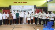 Foto bersama pimpinan Baznas Bojonegoro dan UPZ yang meraij penghargaan. Foto: Dela Winda.
