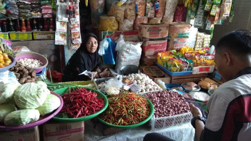 Salah satu pedagang di pasar Lamongan, Foto : Ammy