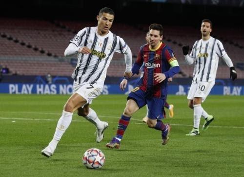 Cristiano Ronaldo dan Lionel Messi. Foto: Getty