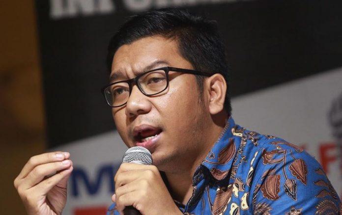 Peneliti ICW, Kurnia Ramadhana mendorong Dewan Pengawas KPK turun langsung dalam kasus korupsi dana bansos, Senin (15/2). Foto: harianpijar.com.