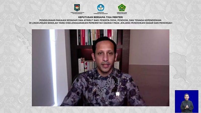 Menteri Pendidikan dan Kebudayaan Nadiem Anwar Makarim saat mengeluarkan Surat Keputusan Bersama. Foto: Dok. Kemendikbud