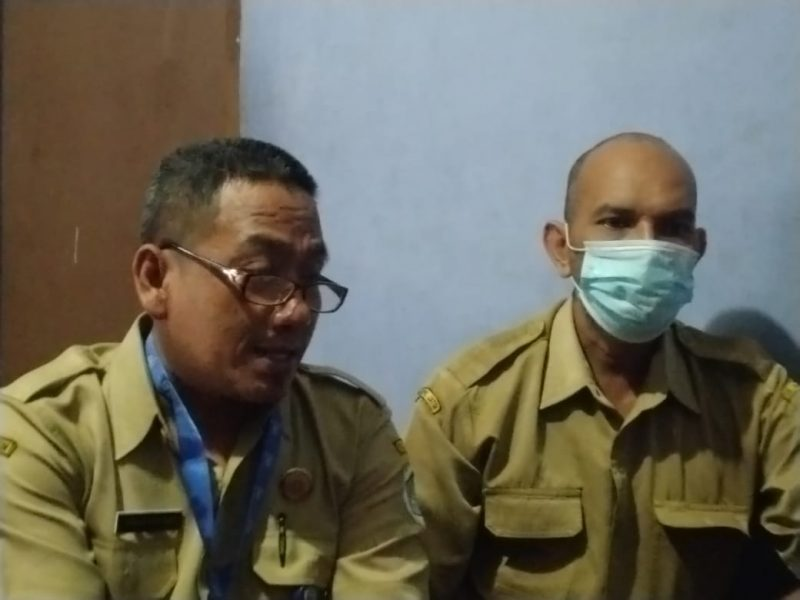 Kedua koordinator perwakilan dari dinas pertanian dan kesehatan saat keluhkan rumitnya P3K. Foto: Ammy.