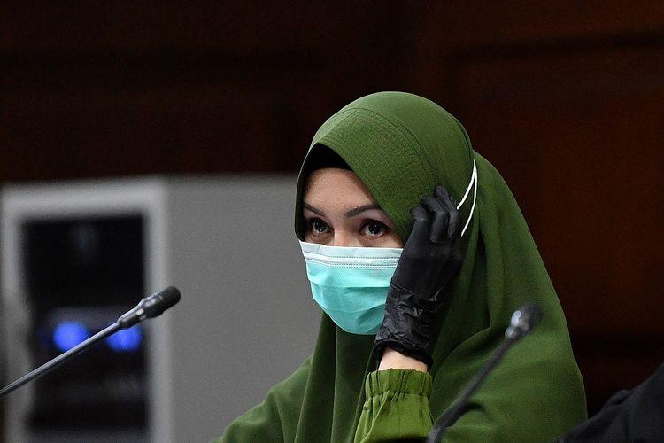 Jaksa Pinangki saat menghadiri sidang vonis di Pengadilan Tipikor, Senin (8/2). Foto: ANTARA.