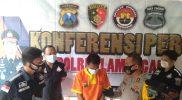 Suasana berlangsungnya konferensi pers di ruang tunggu satreskrim Polres Lamongan. (Foto: Ammy)