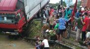Suasana evakuasi korban kecelakaan lalu lintas di pertigaan Deket. (Foto: Ammy)
