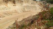 Lokasi penambangan yang mulai melebar di Desa Penanjang Kecamatan Paciran Lamongan. Foto: Ammy/Progresnews.id.