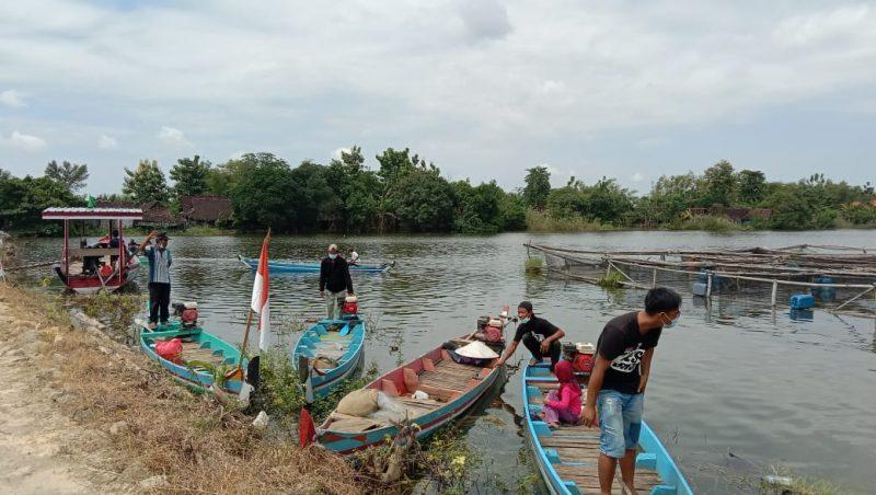 Suasana sejumlah nelayan sedang beraktivitas disekitar lokasi budidaya ikan air tawar. Foto: Progresnews.id/Ammy