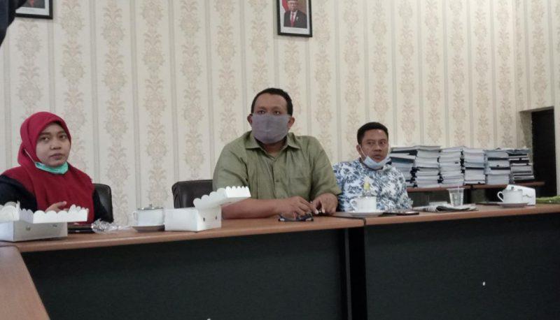 Davis Wakil Ketua Komisi D DPRD Lamongan seusai pertemuan dengan UPT Kesehatan Kalitengah dan Dinkes. Foto: Ammy