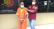 Tersangka penipuan yang mengaku sakti saat digelandang petugas, Foto : Progresnews.id/Ammy.
