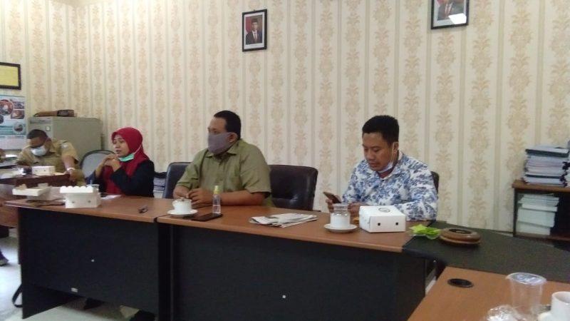 Jajaran perwakilan Komis D saat sesi pertemuan dengan Dinkes dan UPT Kesehatan Kalitengah. Foto: Progresnews.id/Ammy.
