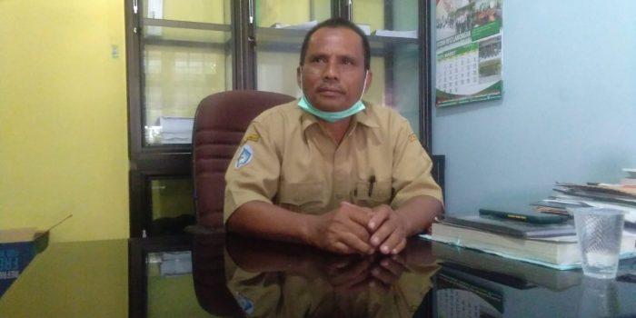 Kepala Desa Kemantren, Suaji saat dikonfirmasi terkait dampak polusi yang dialami warganya. Foto: Progresnews.id/Ammy.