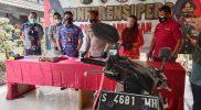 Konferensi pers penangkapan pelaku perusakan mobil patroli.