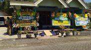 Suasana rumah duka, mulai ramai berdatangan karangam bunga sebagai bentuk dukungan ke keluarga. Foto : Progresnews.id / Ammy.
