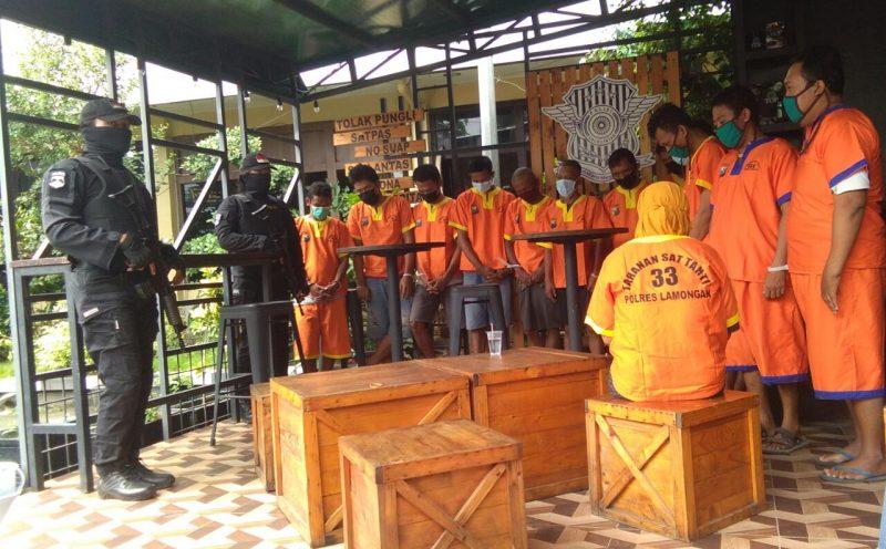 Sebagian Pelaku kejahatan yang diamankan Polres Lamongan pada Operasi Pekat Semeru 2021. Foto: Progresnews.id Ammy