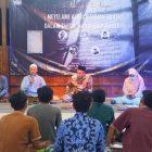 Lesbumi MWC NU Paciran Lamongan saat sesi acara tadarus budaya. Foto: Istimewa