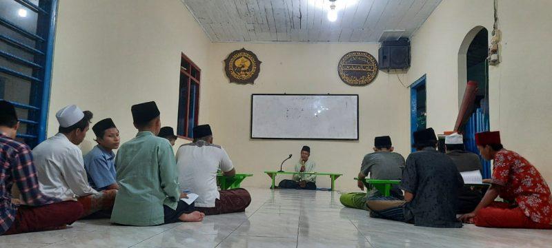 Suasana peringatan Nuzulul Quran santri Ponpes Zainal Abidin Bungah Gresik. Foto  : Progresnews.id / Rifqi