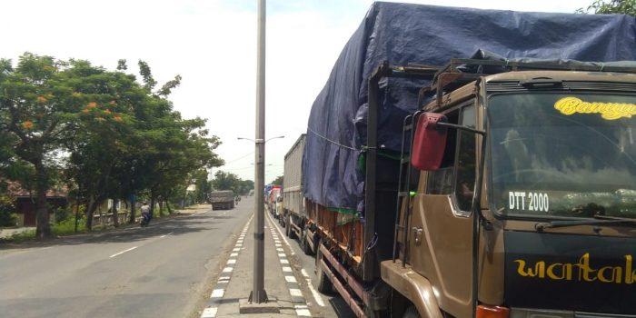 Kemacetan panjang hingga daerah Gresik. Foto : Progresnews.id /Ammy.