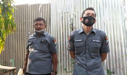 Kiri: Pasubag Humas Polres Lamongan, Iptu Estu Kwindardi.