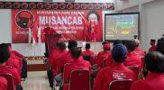 Gusnadi saat memberikan sambutan di sela-sela acara Musncab DPC PDIP Lamongan. Foto : Ammy.
