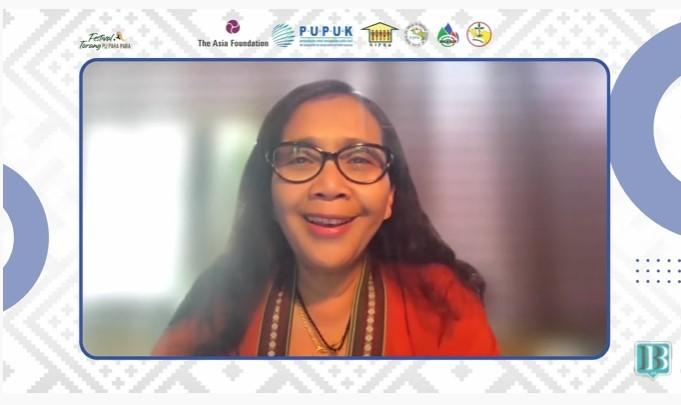 Deputy Representative The Asia Foundation (TAF), Sandra Hamid saat membuka webinar bertajuk Memperkuat Kolaborasi Pasar untuk Pengembangan UMKM di Tanah Papua, Jumat (27/8).