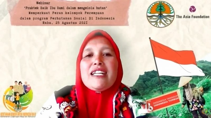 Ibu Sumini, ranger dari Lembaga Pengelola Hutan Kampung (LPHK) Damaran Baru Aceh, saat mengikuti webinar Praktik Baik Ibu Bumi dalam mengelola hutan bertajuk Memperkuat Peran kelompok Perempuan dalam program Perhutanan Sosial Di Indonesia, Rabu (25/8).