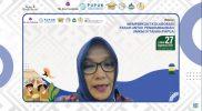 Deputi Bidang Kewirausahaan Menteri Koperasi dan UKM RI (Kemenkop UKM), Siti Azizah saat menjadi Keynote Speaker dalam webinar bertajuk Memperkuat Kolaborasi Pasar untuk Pengembangan UMKM di Tanah Papua, Jumat (27/8).