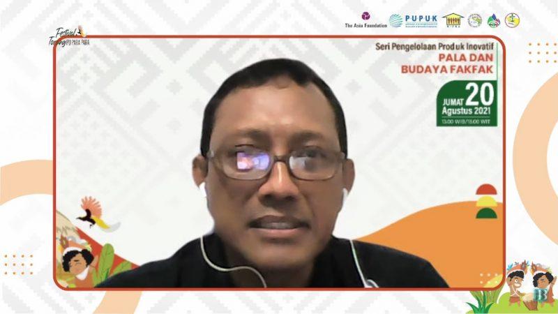 Direktur Gerakan Masyarakat Papua Lestari (GEMAPALA) Nikolas Djemris Imunplatia saat mengikuti seri 3 diskusi daring pengelolaan produk inovatif dengan tajuk Pala dan Budaya Fakfak yang menjadi bagian dari Program PAPeDA, Jumat (20/8).