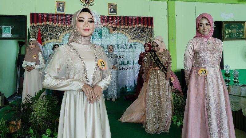 Perdana, para peserta Miss Fatayat NU Bungah saling beradu kecakapan. Foto: Chidir.