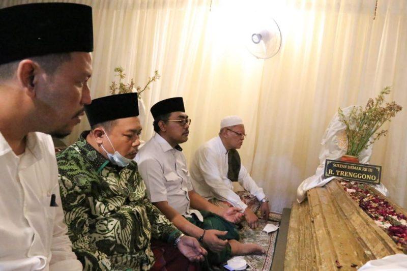 Kunjungi Makam Sunan Kalijogo dan Raden Patah, Gus Jazil: Jangan Lupakan Jasa Ulama