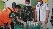 Kasatreskoba, AKP A. Khusen saat mendatangi makodim Lamongan untuk mengetes urin anggota TNI. Foto : Istimewa.